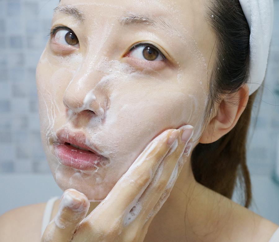 Sữa Rửa Mặt Tạo Bọt Dew&Dew Volcanic Pore Foaming Cleanser
