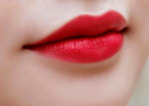 son môi màu đỏ
