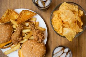 Mụn nội tiết do thức ăn nhanh