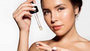 Sử dụng serum cung cấp dưỡng chất cho da