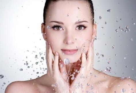 Cung cấp ẩm cho da ngay sau khi bước làm sạch da