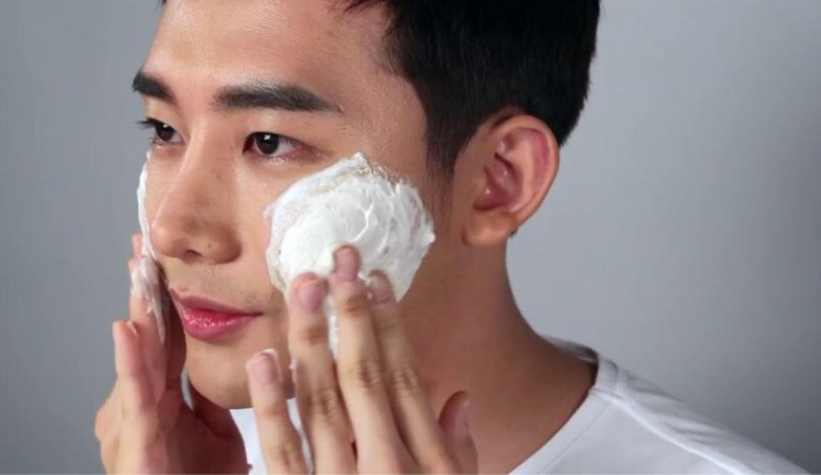 Mỹ phẩm trị mụn cho nam bắt đầu biết Skincare
