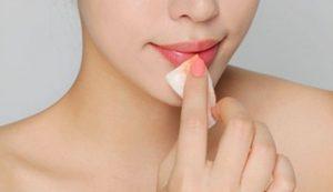 Tẩy trang môi
